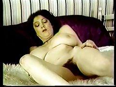 Buxomy ερωμένη vs busty υπηρέτρια