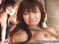Δεμένο Ασίας babe παίρνει fucked με μια μηχανή